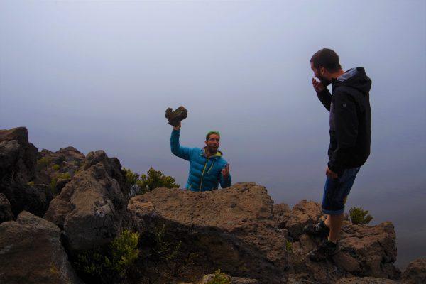 La roche volcanique se détache - La Réunion 974